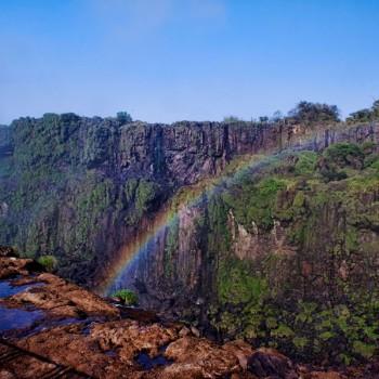 Iguazu_rainbow_view_1